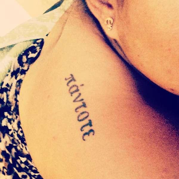 Tatuaggio con parola Sempre