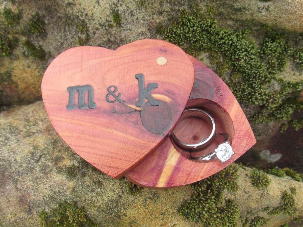 Cuori portafedi in legno