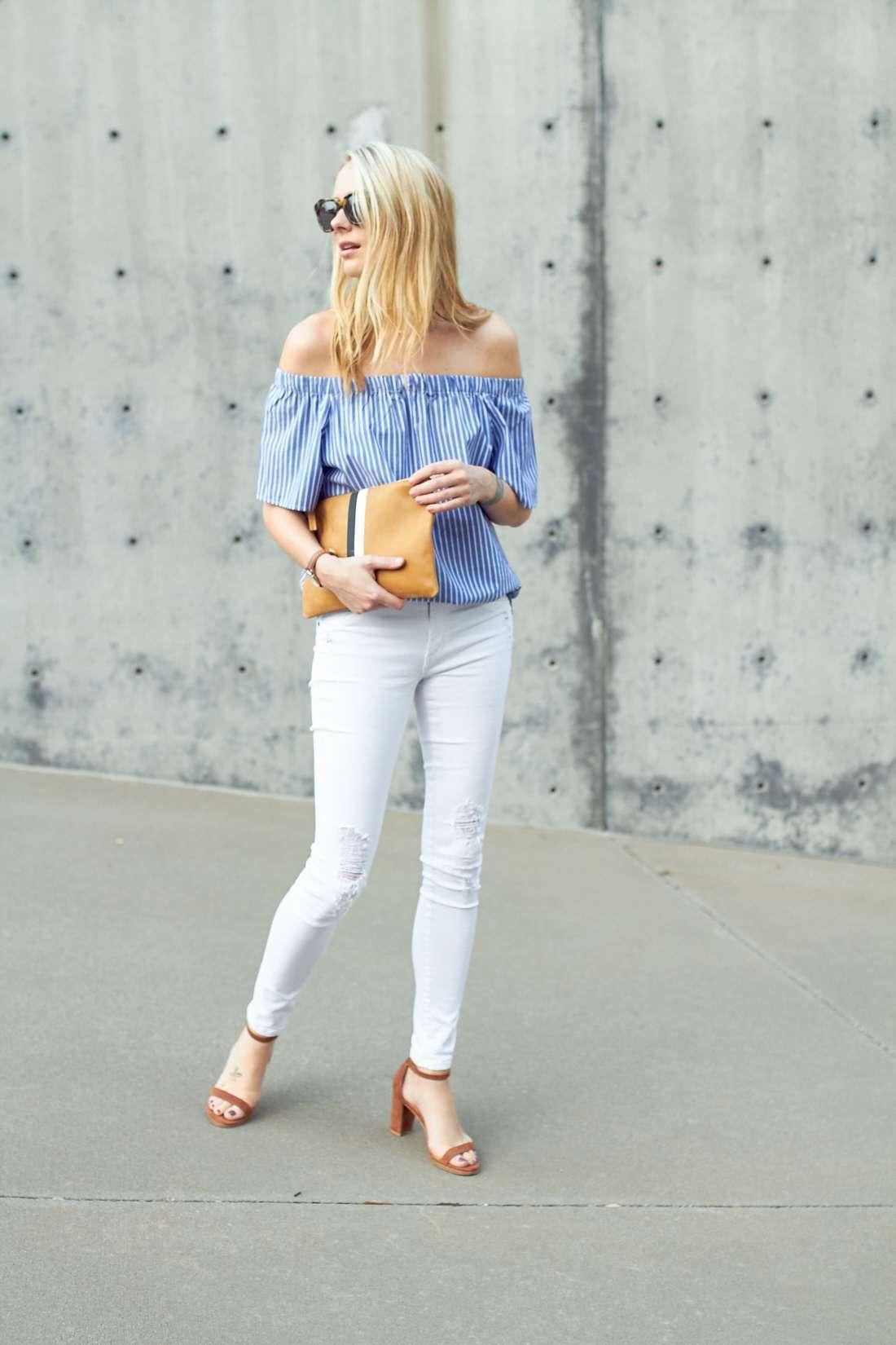 Jeans bianchi e top pastello