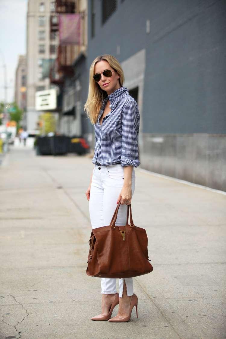 Pantaloni bianchi e accessori