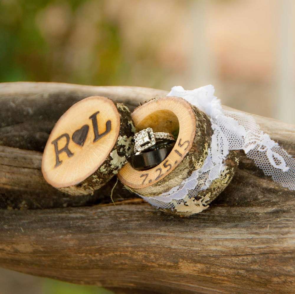 Portafedi in legno per il matrimonio