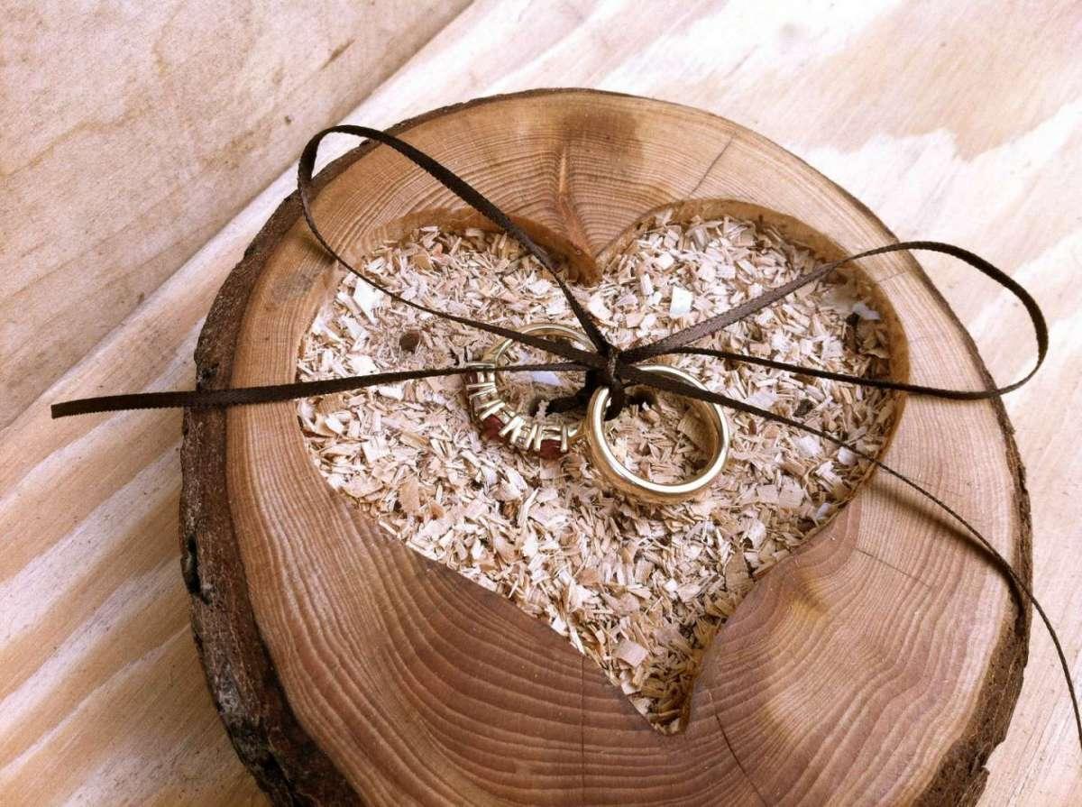 Portafedi in legno
