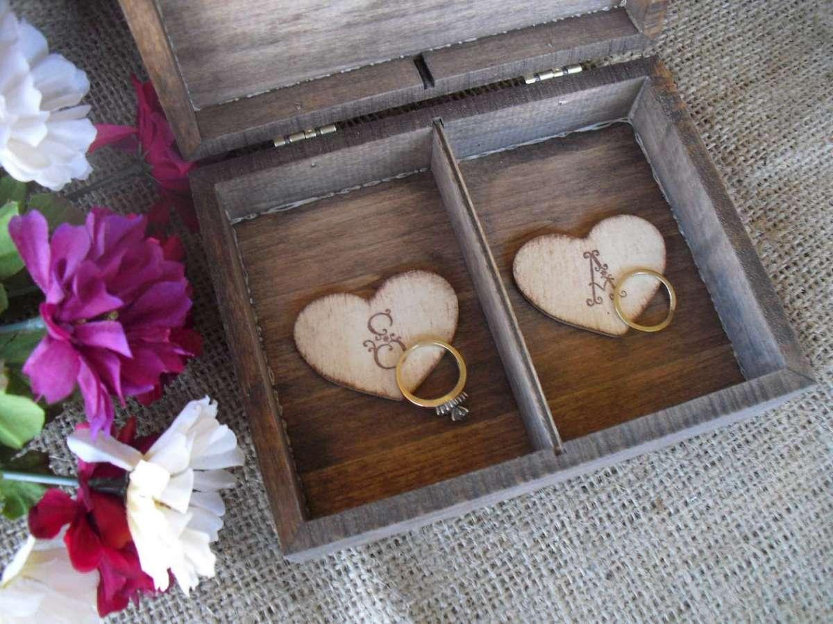 Portafedi vintage in legno
