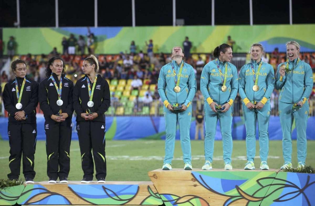 Premiazione dopo la finale di rugby femminile Australia-Nuova Zelanda