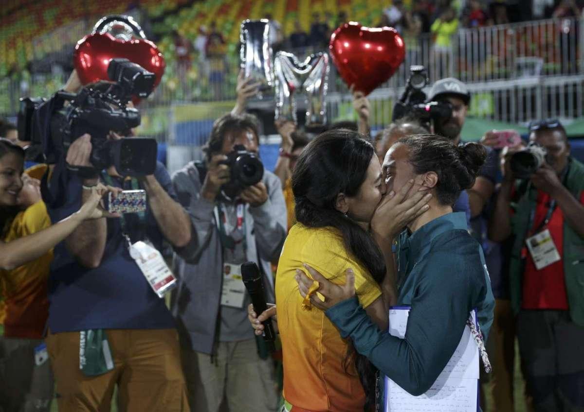 Proposta di matrimonio tra le rugbiste del Brasile