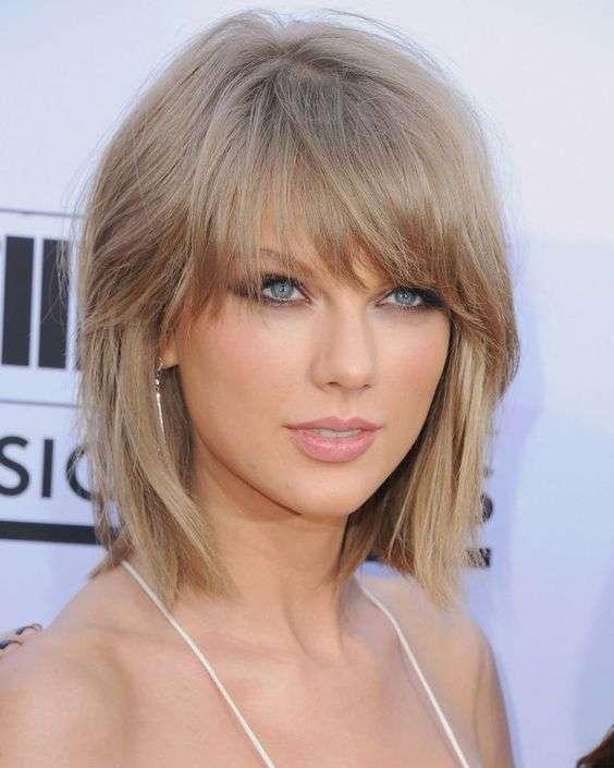 Capelli a caschetto scalato come Taylor Swift