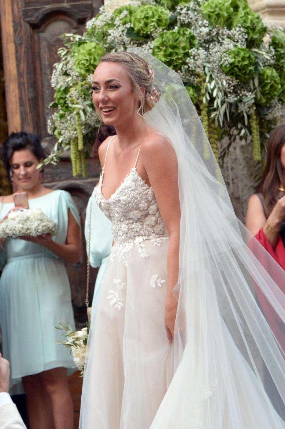 Cristel Carrisi con abito Monique Lhuillier