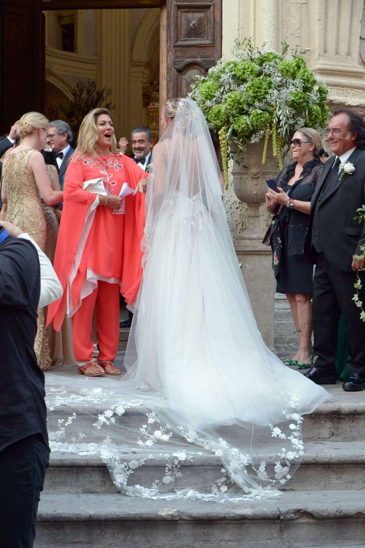 La cantante e attrice americana al matrimonio della figlia Cristel
