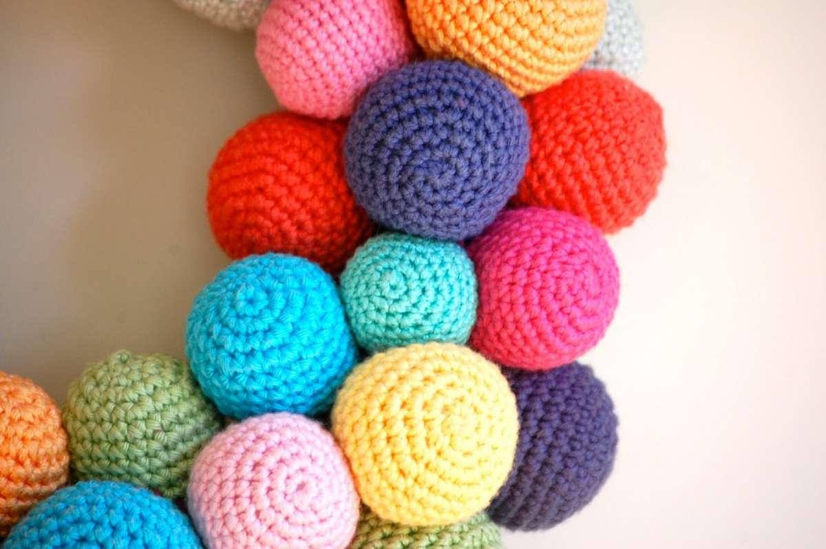 Ghirlanda con palline crochet