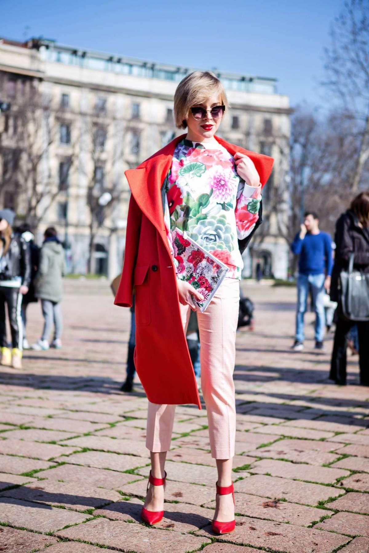 Il cappotto rosso cui capi stampati