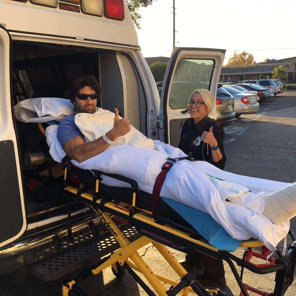 Il vincitore dell'Isola dei famosi 1 in ambulanza