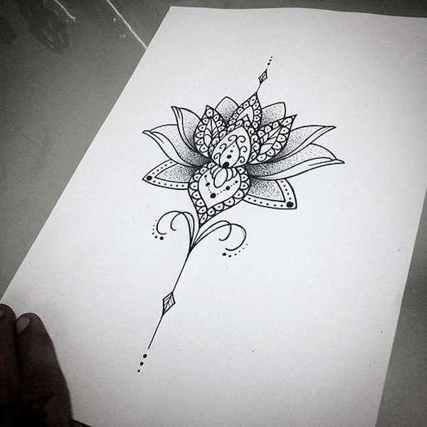 Disegno tatuaggio mandala fiore di loto
