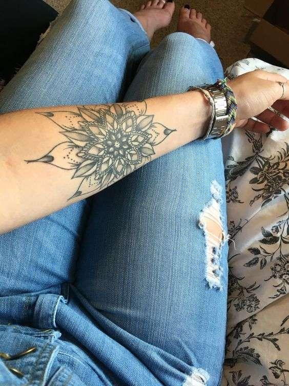 Esempio di tatuaggio mandala sul braccio