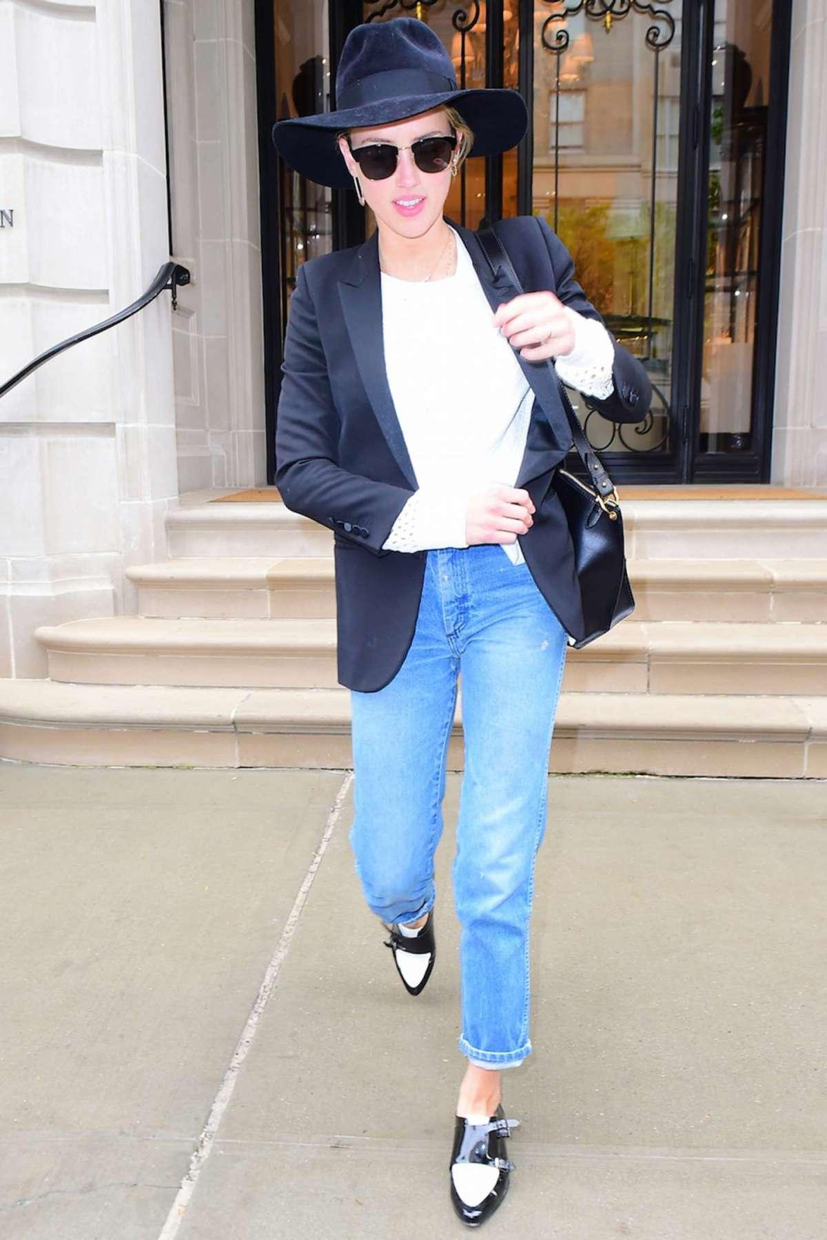 Jeans sulla caviglia e scarpe mannish