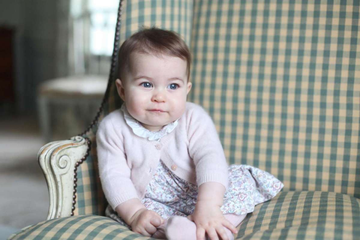 La principessina Charlotte nel ritratto di Kate Middleton