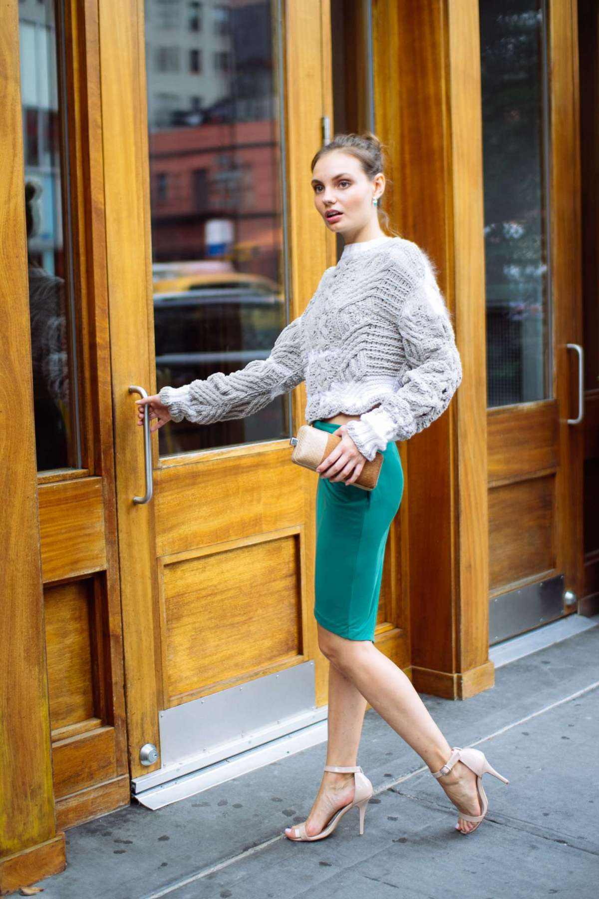 Look raffinato con maglione di lana