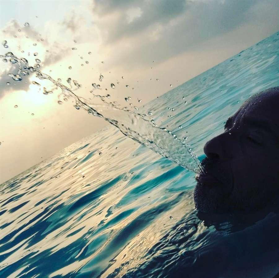 Eros Ramazzotti in acqua