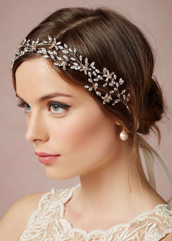 Hairstyle raccolto con tiara