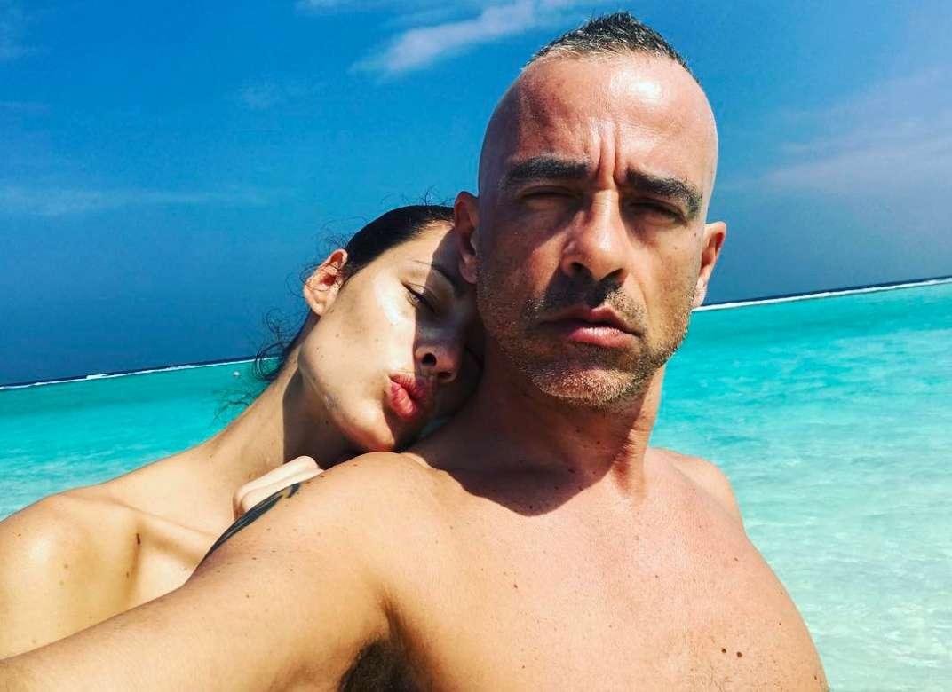 Marica Pellegrinelli ed Eros Ramazzotti in vacanza al mare