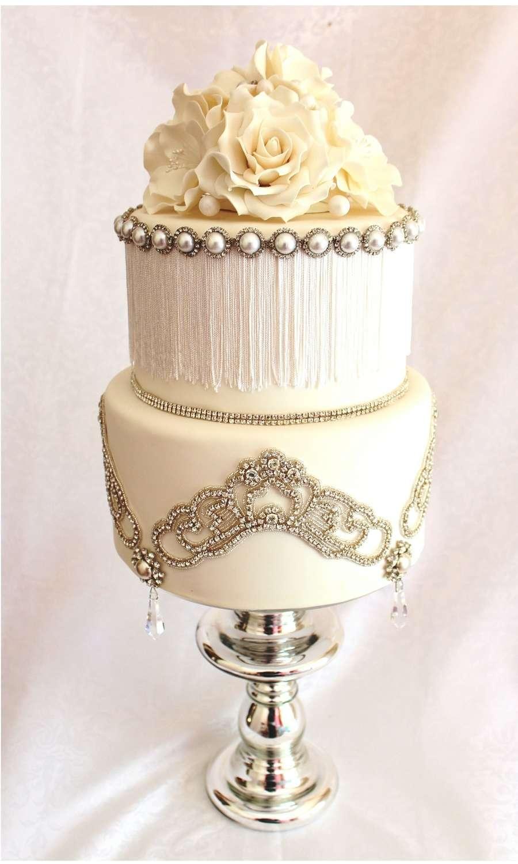 Torta gioiello con rose bianche