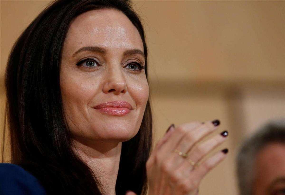 Angelina Jolie emozionata per la sua prima lezione