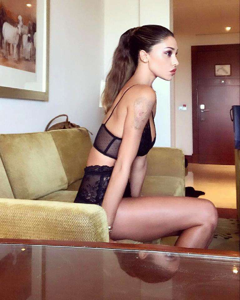 Belen in lingerie