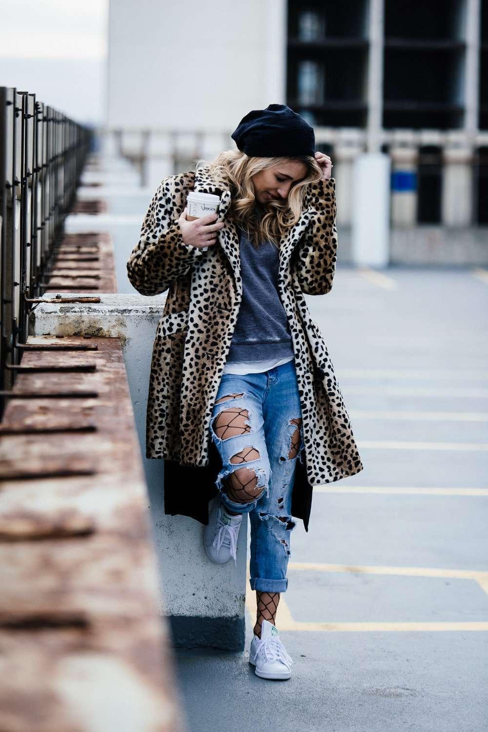 Calze a rete sotto i jeans
