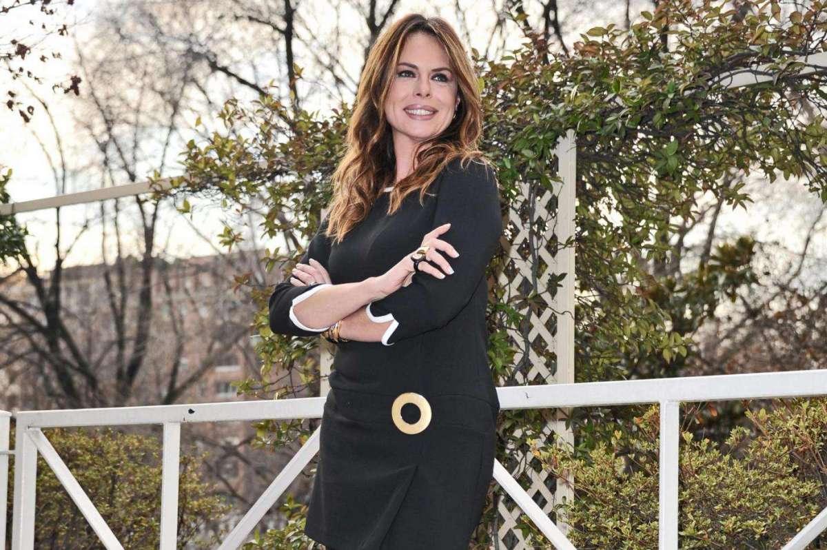 Paola Perego, la conduttrice e i suoi look