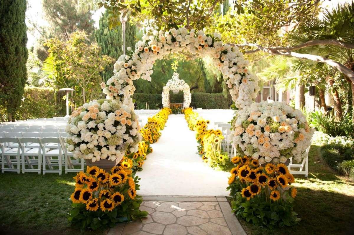 Decorazioni floreali per il matrimonio civile
