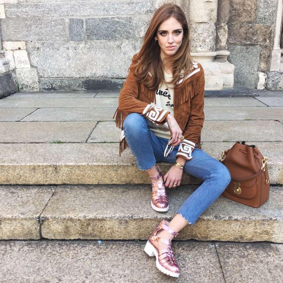Look seventies con secchiello marrone