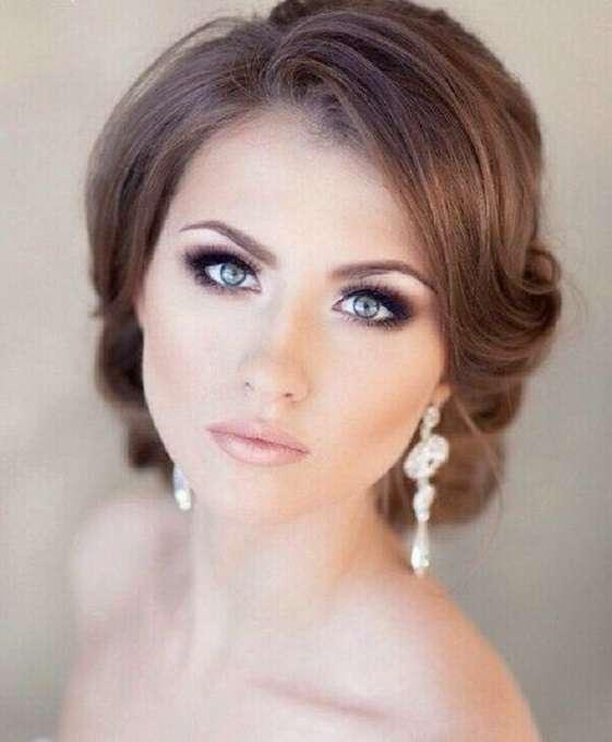Trucco per la sposa con occhi azzurri e capelli castani
