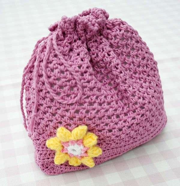 Borsa a secchiello rosa a crochet