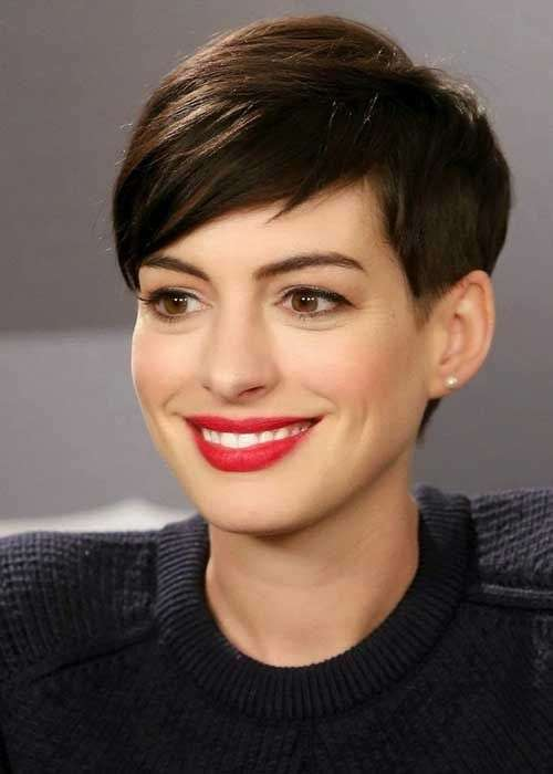 Il pixie cut di Anne Hathaway