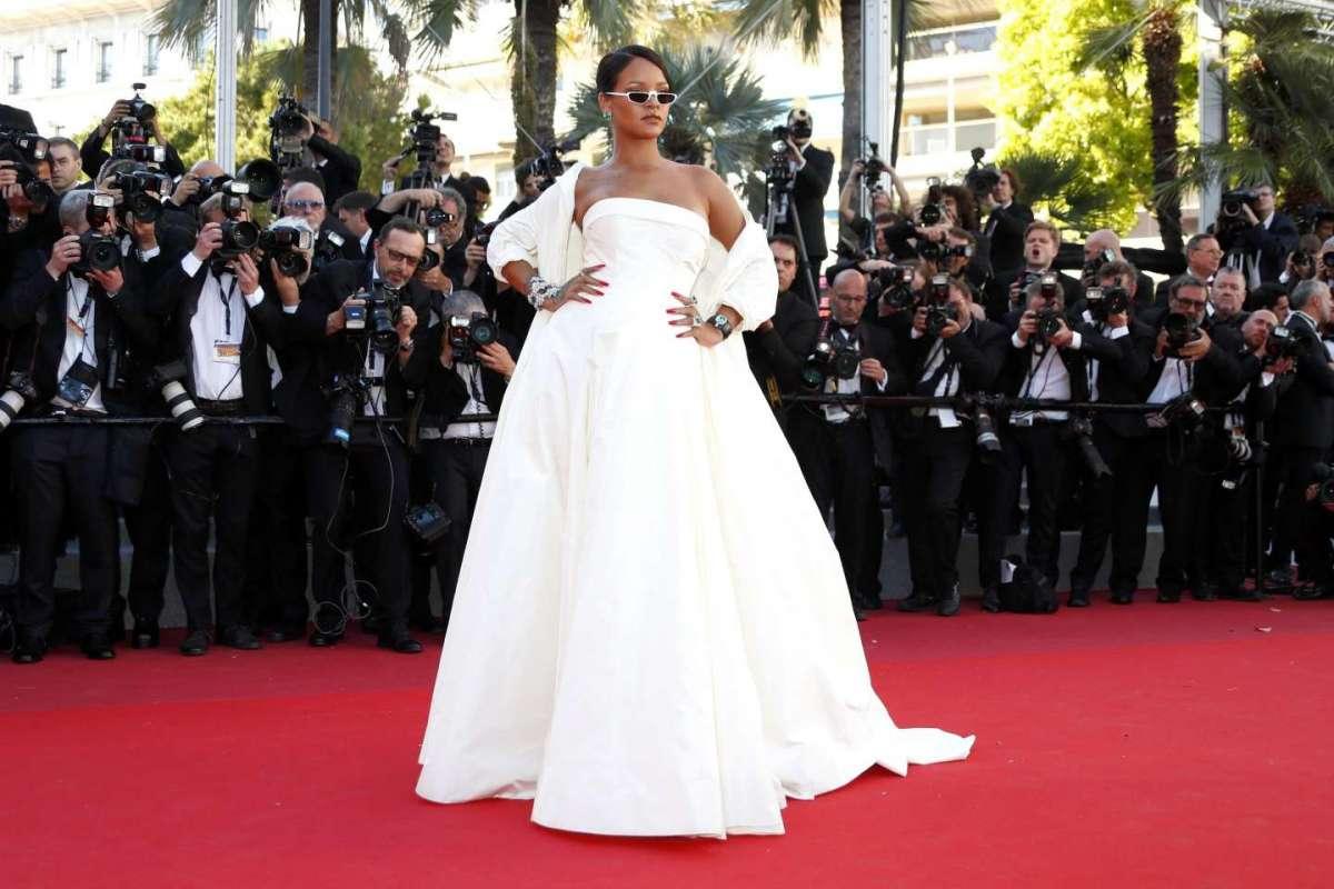Rihanna in bianco