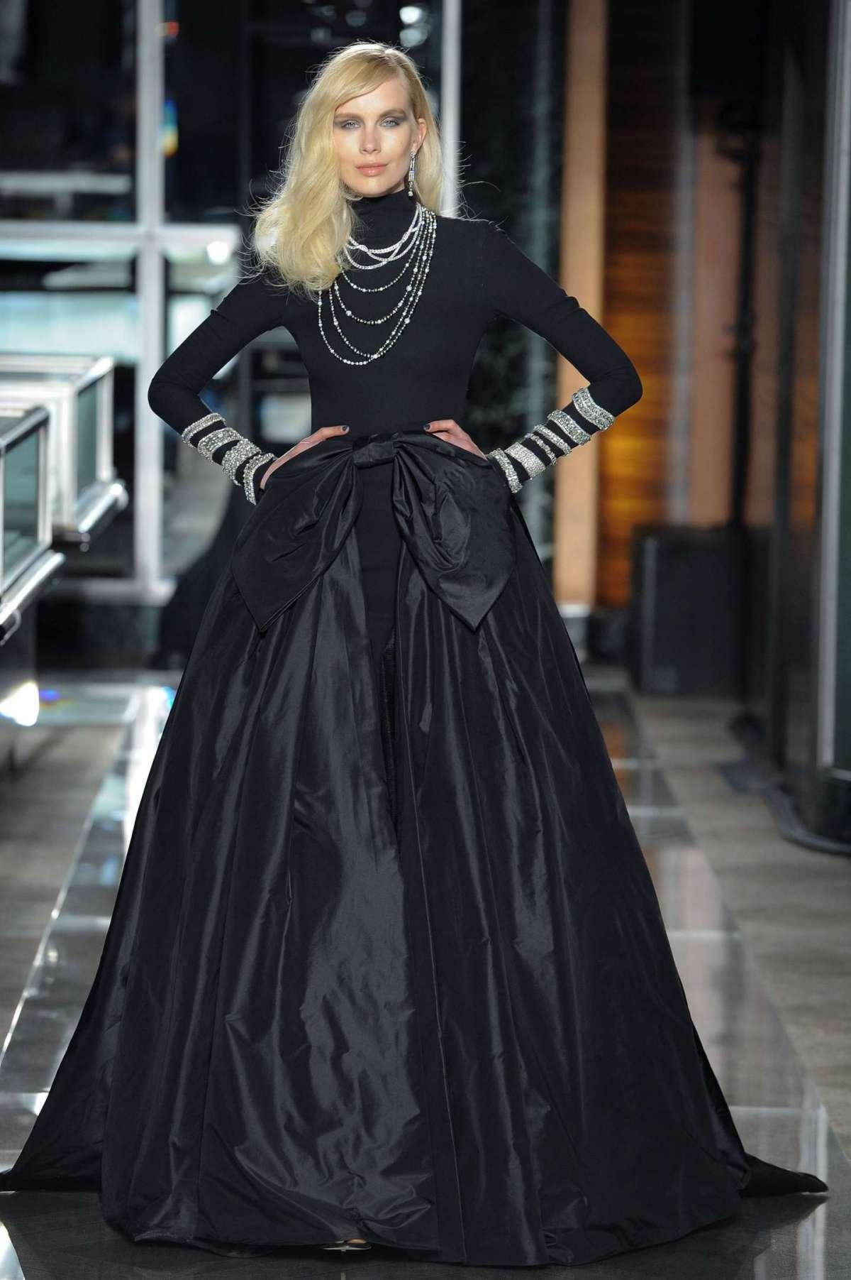 Abito da sposa con gonna ampia nero Reem Acra