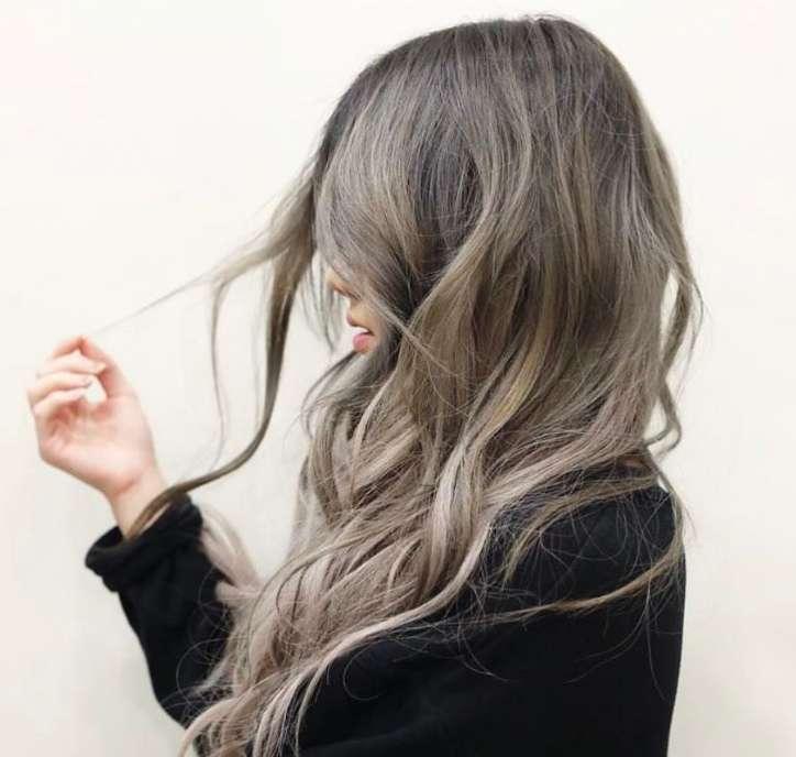 Ash Brown Hair, i nuovi capelli castani cenere di tendenza