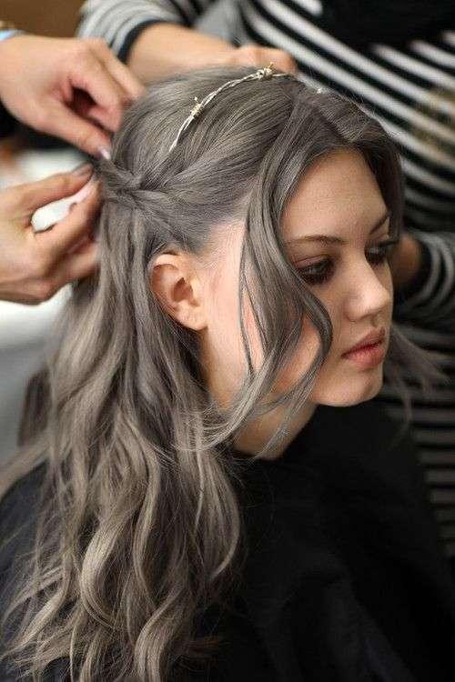 Ash Brown Hair con i boccoli