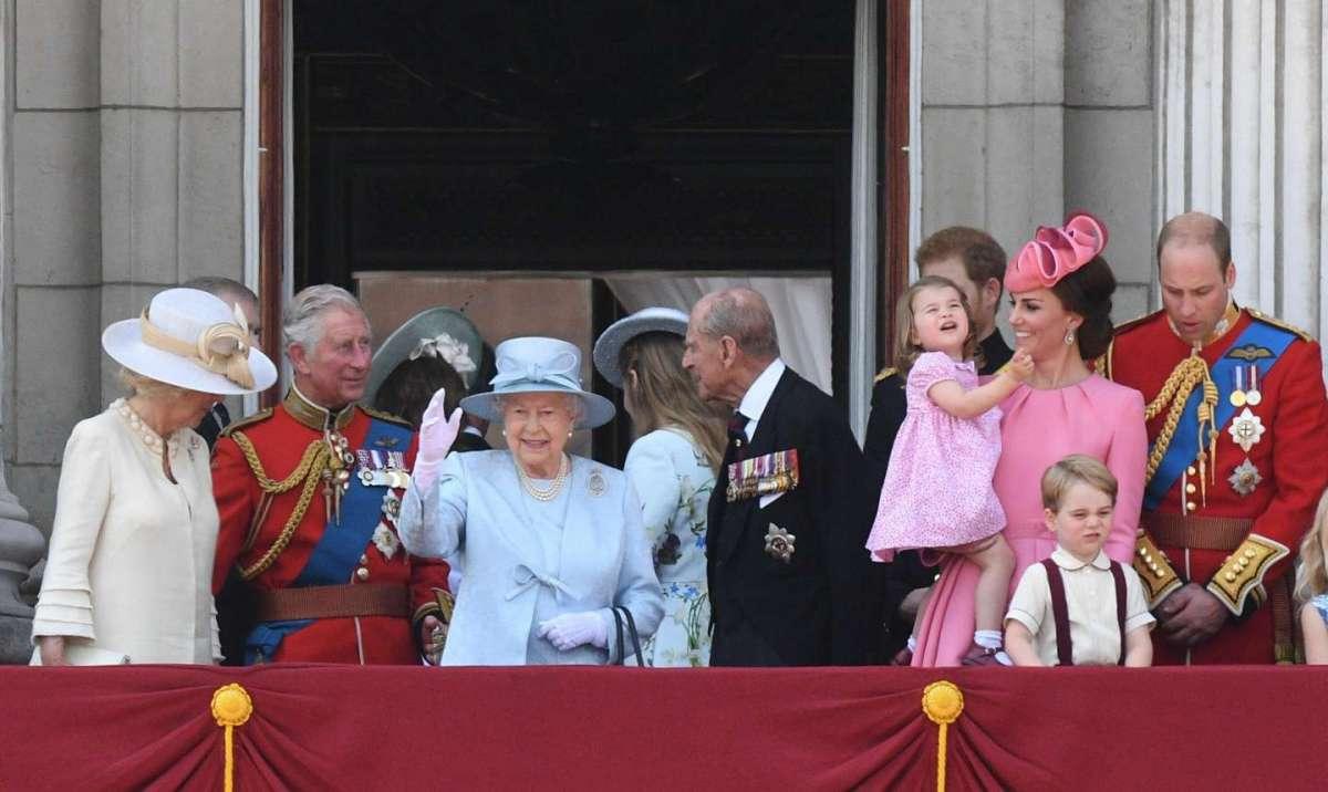 George e Charlotte sul balcone