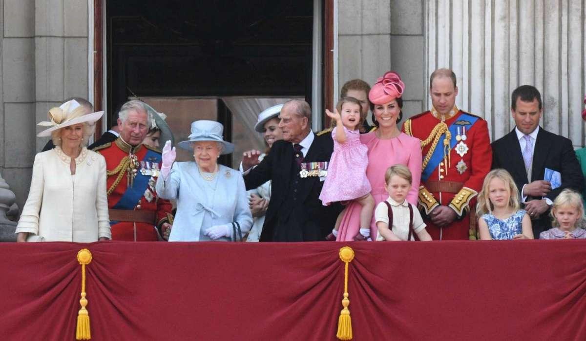 I saluti dal balcone di Buckingham Palace