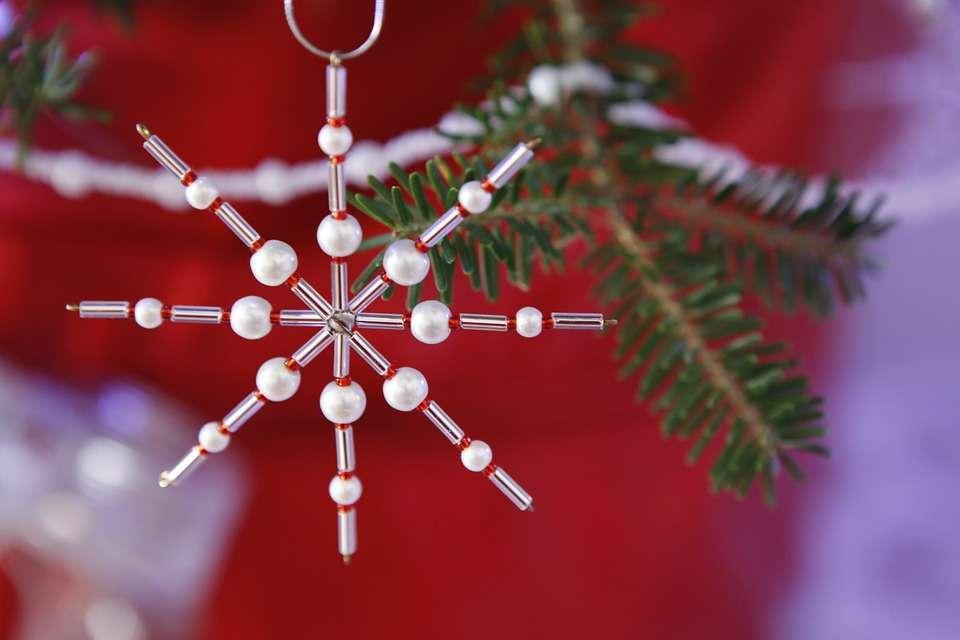 Decorazione natalizia con perline