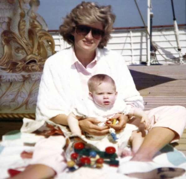 Lady Diana con il piccolo Harry
