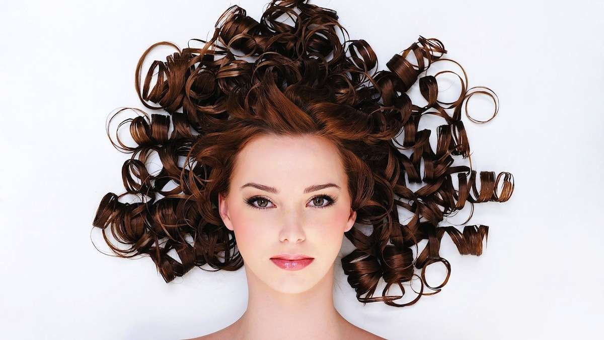 Le migliori spume per capelli ricci e mossi
