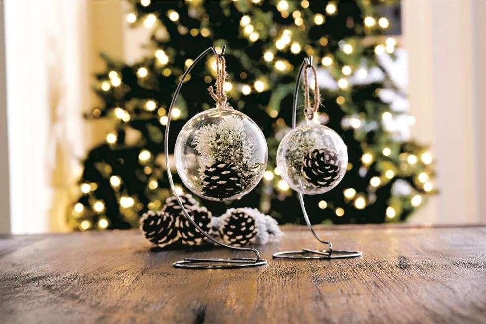 Palle di Natale con pigne
