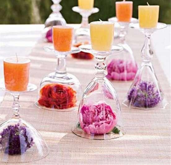 Bicchieri capovolti con fiori