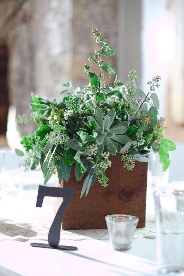 Centrotavola con basilico e altre piante aromatiche