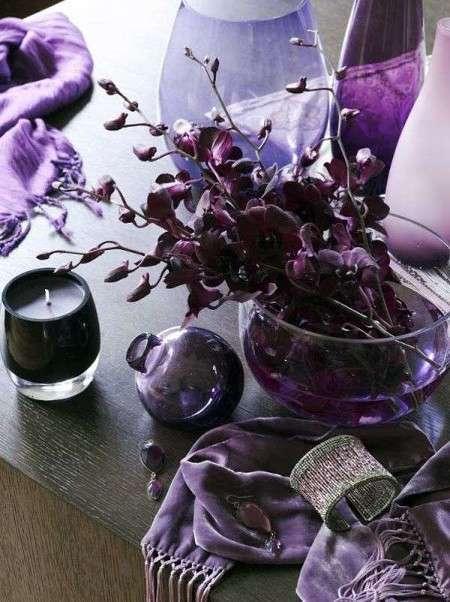 Elementi decorativi viola