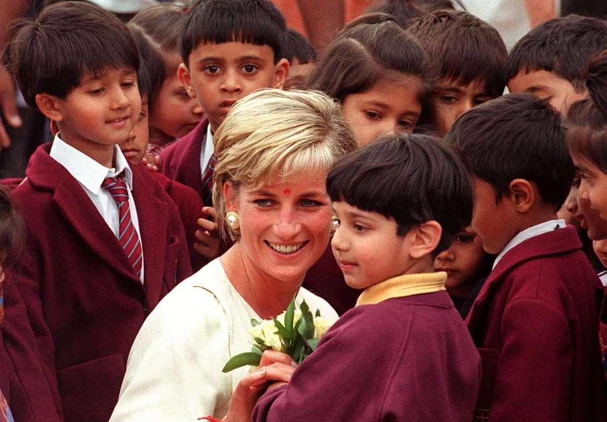 Lady Diana, la principessa del popolo che cambiò la storia dei reali inglesi