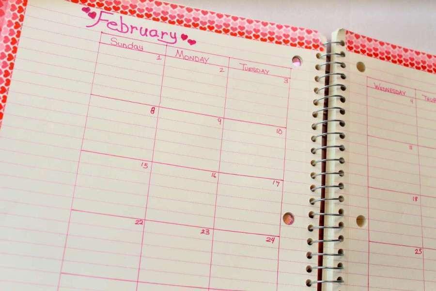 Agenda con mesi e giorni