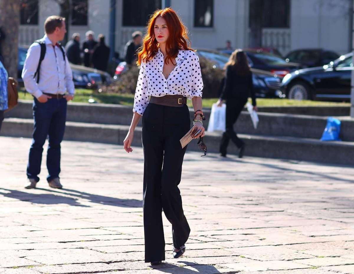Camicia e pantaloni a palazzo