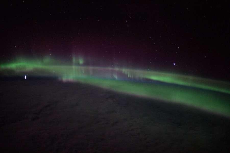 I colori dallo spazio dell'aurora australe